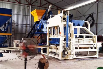 Vietnam QT4-15 solid brick machine working greatly